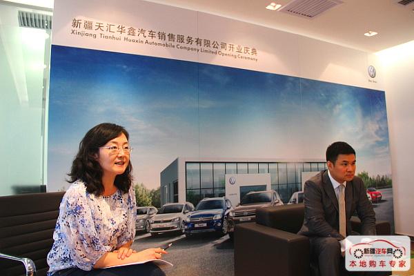 大众进口汽车公关传播负责人甘维女士主持媒体见面会