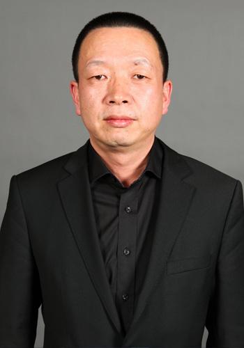 副社长、上海《外滩画报》副社长等职务,有长达十多年的舆论