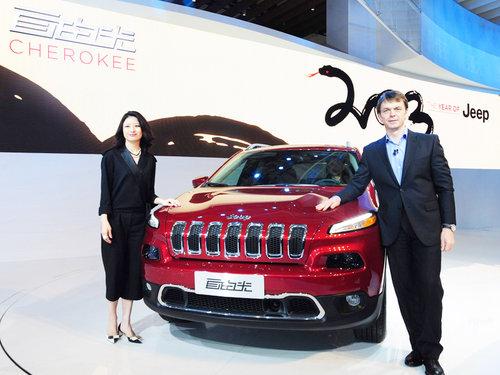 顾嘉颖:克莱斯勒以中国元素打造概念车 (2012-04-25) 郑洁:卓越的jeep